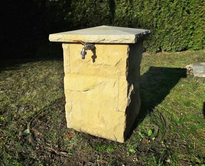 Brunnen Ausbauvariante mit Sandsteinsäule